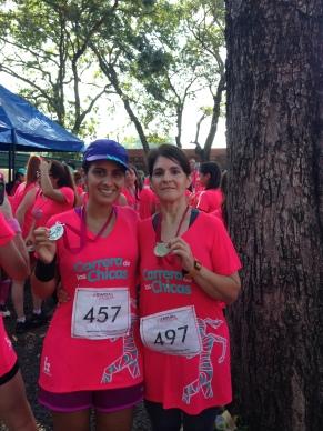Con mi mamá Olga en la carrera de las Chicas, edición 2015 (2)